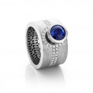 18 karaat witgouden ring met saffier en diamanten