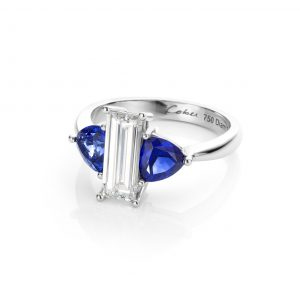 Baquette geslepen diamant met daarnaast saffieren in 18 karaat witgouden ring impressive baquette cober