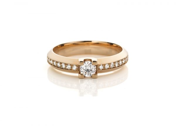 rosegouden verlovingsring met briljant geslepen diamant shine like a queen cober