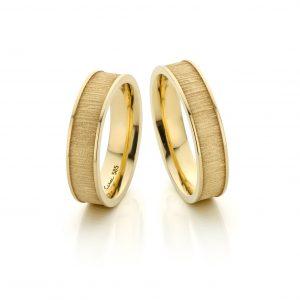 Handgemaakte 14 karaat geelgouden trouwringen